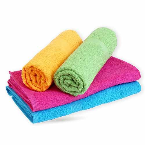 Las propuestas continúan con muchos elementos diseñados para reorganizar el baño, como cestas, cajas, recipientes, bastidores de toallas y percheros, elementos que permiten mantener el espacio de baño ordenado y bonito.